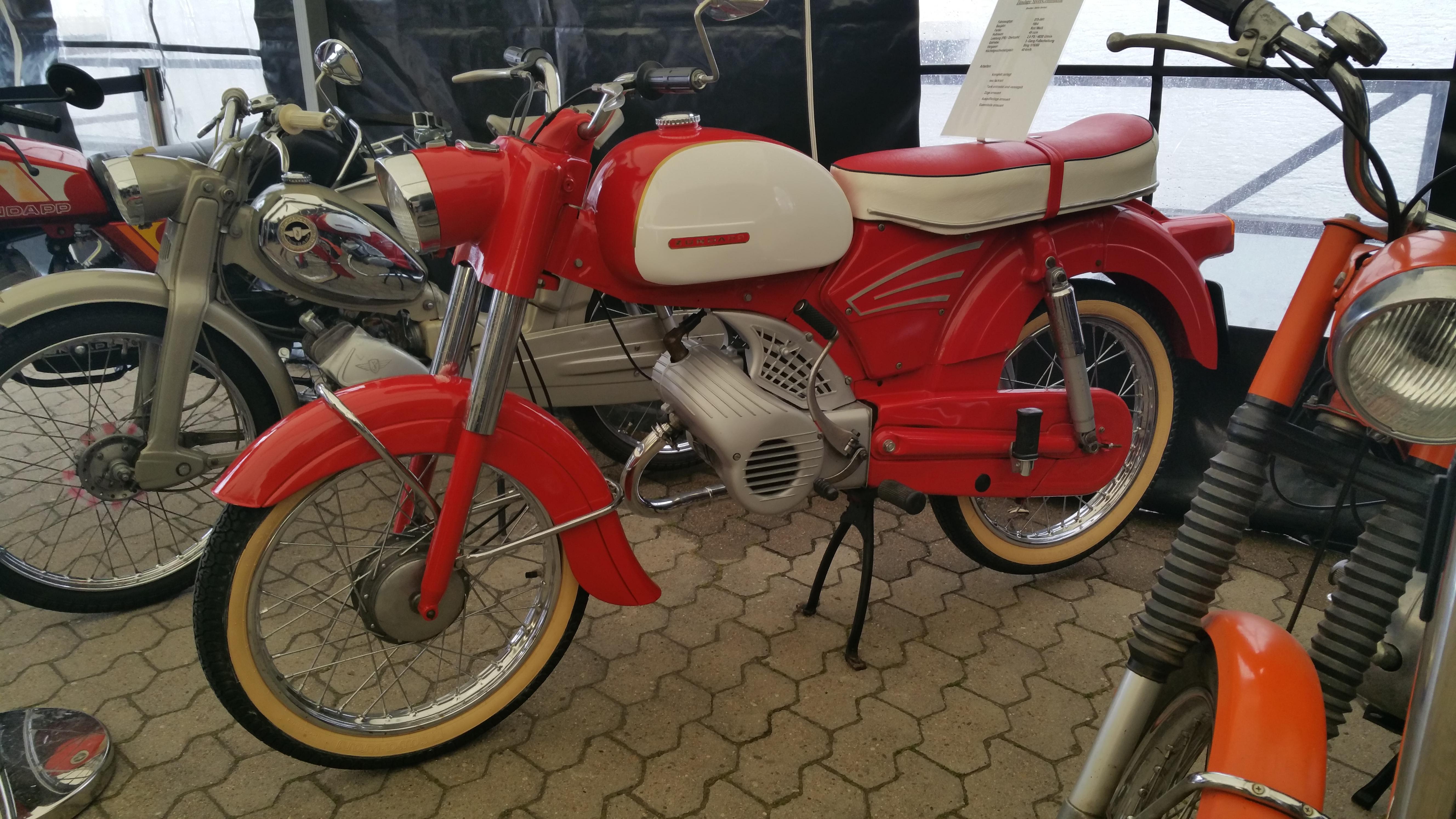So War Es Bei Der Moped Garage Way Of Ella